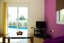 Гостиная. Кипр, Каво Марис Протарас : Роскошная вилла с видом на море, с 3-мя спальнями, 3-мя ванными комнатами, с бассейном, патио, барбекю и уютной террасой на крыше