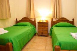 Спальня 2. Кипр, Пернера : Прекрасная вилла с 3-мя спальнями, с бассейном, тенистой террасой с патио и lounge-зоной, традиционным каменным барбекю