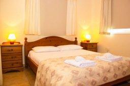 Спальня. Кипр, Пернера : Прекрасная вилла с 3-мя спальнями, с бассейном, тенистой террасой с патио и lounge-зоной, традиционным каменным барбекю