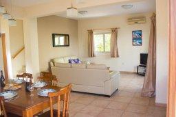 Гостиная. Кипр, Пернера : Прекрасная вилла с 3-мя спальнями, с бассейном, тенистой террасой с патио и lounge-зоной, традиционным каменным барбекю