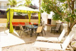 Патио. Кипр, Пернера : Прекрасная вилла с 3-мя спальнями, с бассейном, тенистой террасой с патио и lounge-зоной, традиционным каменным барбекю