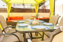 Обеденная зона. Кипр, Пернера : Прекрасная вилла с 3-мя спальнями, с бассейном, тенистой террасой с патио и lounge-зоной, традиционным каменным барбекю