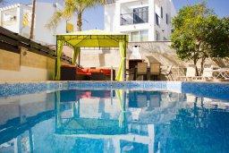 Бассейн. Кипр, Пернера : Прекрасная вилла с 3-мя спальнями, с бассейном, тенистой террасой с патио и lounge-зоной, традиционным каменным барбекю