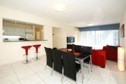 Гостиная. Кипр, Мутаяка Лимассол : Прекрасный апартамент в комплексе с бассейном, с гостиной, двумя спальнями и большим бассейном