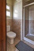 Ванная комната 2. Кипр, Мутаяка Лимассол : Великолепный апартамент в комплексе с бассейном в 100 метрах от пляжа, с гостиной, двумя спальнями, двумя ванными комнатами и двумя балконами