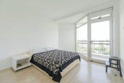 Спальня 2. Кипр, Мутаяка Лимассол : Современный апартамент в комплексе с бассейном в 20 метрах от пляжа, с гостиной, двумя спальнями, двумя ванными комнатами и тремя балконами с боковым видом на море