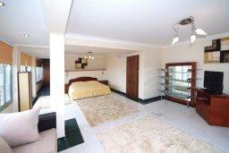 Спальня. Кипр, Центр Лимассола : Роскошный петнхаус в 50 метрах от пляжа с большой террасой с шикарным видом на море, джакузи и барбекю, 4 спальни, 4 ванные комнаты