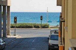 Территория. Кипр, Центр Лимассола : Апартамент в комплексе с бассейном в 50 метрах от пляжа, с гостиной и двумя спальнями