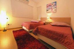 Спальня 2. Кипр, Центр Лимассола : Апартамент в комплексе с бассейном в 50 метрах от пляжа, с гостиной и двумя спальнями