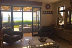 Гостиная. Кипр, Декелия - Ороклини : Роскошная пляжная вилла с зеленым двориком, патио, барбекю и джакузи, 4 спальни, 3 ванные комнаты, парковка, Wi-Fi