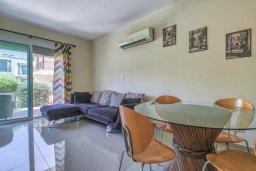 Гостиная. Кипр, Гермасойя Лимассол : Таунхаус в комплексе с бассейном, с гостиной, двумя спальнями, двумя ванными комнатами и балконом