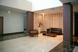 Коридор. Кипр, Мутаяка Лимассол : Апартамент в комплексе с бассейном в 100 метрах от пляжа, с гостиной, двумя спальнями, двумя ванными комнатами и балконом