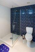 Ванная комната. Кипр, Мутаяка Лимассол : Апартамент в комплексе с бассейном в 100 метрах от пляжа, с гостиной, двумя спальнями, двумя ванными комнатами и балконом