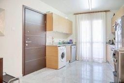Кухня. Кипр, Св. Рафаэль Лимассол : Апартамент в комплексе с бассейном, тренажерным залом и детской площадкой, с гостиной, двумя спальнями и балконом