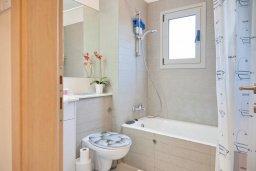 Ванная комната. Кипр, Св. Рафаэль Лимассол : Апартамент в комплексе с бассейном, тренажерным залом и детской площадкой, с гостиной, двумя спальнями и балконом
