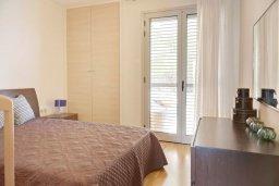 Спальня. Кипр, Св. Рафаэль Лимассол : Апартамент в комплексе с бассейном, тренажерным залом и детской площадкой, с гостиной, двумя спальнями и балконом