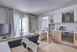 Студия (гостиная+кухня). Кипр, Центр Лимассола : Современная студия в комплексе с бассейном и тренажерным залом, в 20 метрах от пляжа