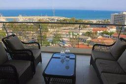 Балкон. Кипр, Ларнака город : Роскошный апартамент возле пляжа Финикудес с гостиной, тремя спальнями, двумя ванными комнатами и большим балконом с шикарным видом на море
