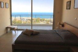 Спальня 2. Кипр, Ларнака город : Роскошный апартамент возле пляжа Финикудес с гостиной, тремя спальнями, двумя ванными комнатами и большим балконом с шикарным видом на море