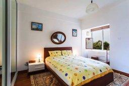 Спальня 2. Кипр, Айос Тихонас Лимассол : Уютный апартамент возле пляжа с гостиной, тремя спальнями, двумя ванными комнатами и балконом