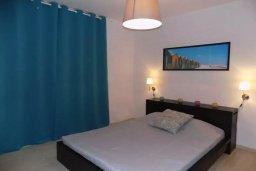 Спальня. Кипр, Пиргос : Апартамент в комплексе с бассейном, с гостиной, двумя спальнями, двумя ванными комнатами и террасой