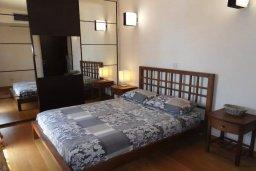 Спальня. Кипр, Айос Тихонас Лимассол : Апартамент в комплексе с бассейном и тренажерным залом в 20 метрах от пляжа, с гостиной, двумя спальнями и балконом с шикарным видом на море