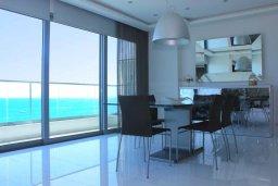 Гостиная. Кипр, Ларнака город : Современный апартамент в 20 метрах от пляжа, с гостиной, двумя спальнями, двумя ванными комнатами и большим балконом с шикарным видом на море