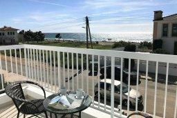 Балкон. Кипр, Ионион - Айя Текла : Очаровательная вилла с потрясающим видом на Средиземное море, с 3-мя спальнями, 2-мя ванными комнатами, уютной солнечной террасой с зелёной лужайкой, патио и барбекю, расположена в Ayia Thekla в 100 метрах от пляжа