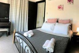 Спальня 2. Кипр, Ионион - Айя Текла : Очаровательная вилла с потрясающим видом на Средиземное море, с 3-мя спальнями, 2-мя ванными комнатами, уютной солнечной террасой с зелёной лужайкой, патио и барбекю, расположена в Ayia Thekla в 100 метрах от пляжа