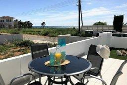 Терраса. Кипр, Ионион - Айя Текла : Очаровательная вилла с потрясающим видом на Средиземное море, с 3-мя спальнями, 2-мя ванными комнатами, уютной солнечной террасой с зелёной лужайкой, патио и барбекю, расположена в Ayia Thekla в 100 метрах от пляжа