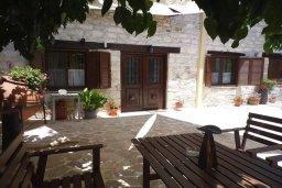 Фасад дома. Кипр, Троодос : Каменный дом с приватным двориком с солярием с шезлонгами на крыше, 2 спальни, 2 ванные комнаты, барбекю, парковка, Wi-Fi
