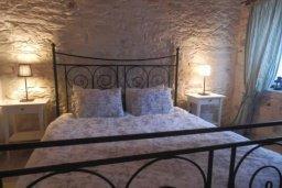 Спальня. Кипр, Троодос : Каменный дом с приватным двориком с солярием с шезлонгами на крыше, 2 спальни, 2 ванные комнаты, барбекю, парковка, Wi-Fi