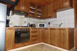 Кухня. Кипр, Троодос : Каменный дом с приватным двориком с солярием с шезлонгами на крыше, 2 спальни, 2 ванные комнаты, барбекю, парковка, Wi-Fi