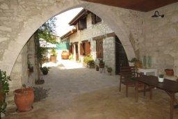 Территория. Кипр, Троодос : Каменный дом с приватным двориком с солярием с шезлонгами на крыше, 2 спальни, 2 ванные комнаты, барбекю, парковка, Wi-Fi