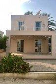 Фасад дома. Кипр, Декелия - Ороклини : Уютная вилла с зеленым двориком в 100 метрах от пляжа, 2 спальни, парковка, Wi-Fi