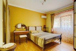 Спальня 2. Кипр, Центр Лимассола : Апартамент в комплексе с бассейном недалеко от пляжа, с гостиной, тремя спальнями, двумя ванными комнатами и террасой