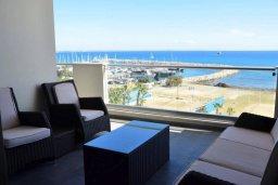 Балкон. Кипр, Ларнака город : Современный апартамент в комплексе с бассейном и тренажерным залом, 20 метров до пляжа Финикудес, 3 спальни, 2 ванные комнаты, балконом с шикарным видом на море