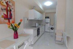 Кухня. Кипр, Гермасойя Лимассол : Уютный таунхаус с зеленым двориком в 100 метрах от пляжа, с гостиной, двумя спальнями и двумя ванными комнатами