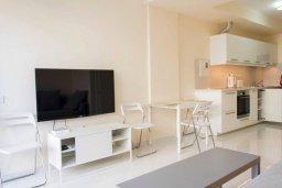 Гостиная. Кипр, Гермасойя Лимассол : Уютный таунхаус с зеленым двориком в 100 метрах от пляжа, с гостиной, двумя спальнями и двумя ванными комнатами