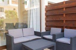 Патио. Кипр, Гермасойя Лимассол : Уютный таунхаус с зеленым двориком в 100 метрах от пляжа, с гостиной, двумя спальнями и двумя ванными комнатами