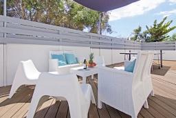 Терраса. Кипр, Нисси Бич : Потрясающая вилла с садом на крыше с панорамным видом на Средиземное море, с 4-мя спальнями, с бассейном, солнечной террасой с патио, барбекю и настольным теннисом, расположена недалеко от пляжа Nissi Beach