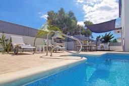 Бассейн. Кипр, Нисси Бич : Потрясающая вилла с садом на крыше с панорамным видом на Средиземное море, с 4-мя спальнями, с бассейном, солнечной террасой с патио, барбекю и настольным теннисом, расположена недалеко от пляжа Nissi Beach
