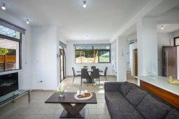 Гостиная. Кипр, Санрайз Протарас : Великолепная вилла с 3-мя спальнями, с просторным двориком с патио, барбекю и настольным теннисом, расположена в центре Протараса