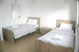 Спальня 2. Кипр, Центр Лимассола : Апартамент в комплексе с бассейном в 20 метрах от пляжа, с гостиной, двумя спальнями и балконом с видом на море