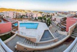 Территория. Кипр, Св. Рафаэль Лимассол : Апартамент в комплексе с бассейном, с гостиной, двумя спальнями и большим балконом с барбекю