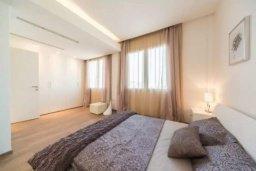 Спальня. Кипр, Гермасойя Лимассол : Современный апартамент в престижном комплексе в 20 метрах от пляжа, с гостиной, тремя спальнями, двумя ванными комнатами и балконом с боковым видом на море