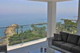 Балкон. Кипр, Айос Тихонас Лимассол : Роскошный пентхаус в комплексе с бассейном и в 20 метрах от пляжа, с гостиной, 5-ю спальнями, 3-мя ванными комнатами и балконом с шикарным видом на море