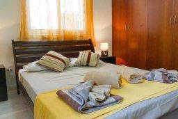 Спальня. Кипр, Корал Бэй : Прекрасная вилла с джакузи и шикарным видом на море, 4 спальни, 2 ванные комнаты, парковка, Wi-Fi
