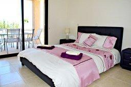 Спальня. Кипр, Лачи : Современная вилла в 100 метрах от пляжа с бассейном, 4 спальни, 3 ванные комнаты, парковка, Wi-Fi