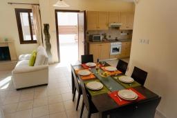 Гостиная. Кипр, Ионион - Айя Текла : Роскошная вилла с видом на море, с 3-мя спальнями, с с бассейном, тенистой террасой с патио и традиционной печью